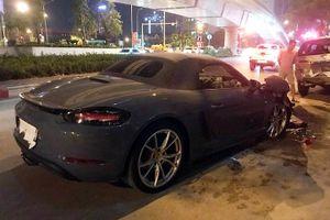 Siêu xe Porsche nát đầu sau cú đâm Innova trên đường phố Hà Nội