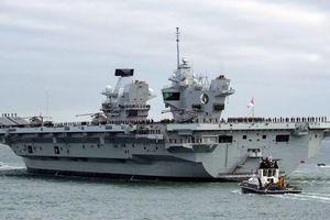 Tàu sân bay uy lực nhất của Anh bị rò nước