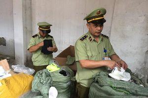 Lạng Sơn: Chặn đứng gần 300 đôi giầy hiệu Adidas và Nike gắn nhãn Made in Vietnam