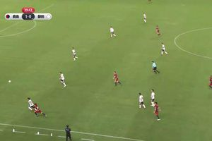 Cầu thủ Nhật ghi bàn không tưởng tái hiện siêu phẩm của Roberto Carlos