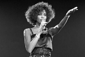 Người hâm mộ nghẹn ngào khi Whitney Houston bất ngờ xuất hiện trở lại trên BXH Billboard Hot 100