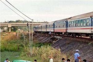 Quảng Ngãi: Tàu hỏa húc văng taxi, 2 người thiệt mạng