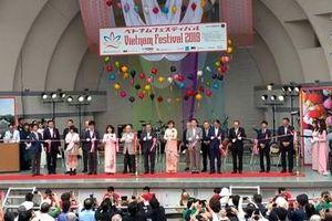 Duyên dáng áo dài Việt tại Lễ hội Việt Nam ở Nhật