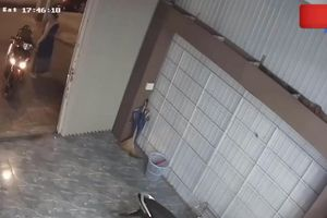 Nữ chủ nhà tung cước khiến 2 tên trộm SH bỏ chạy trối chết