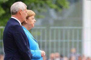 Bà Merkel 'run bần bật' lần thứ ba trong vòng 1 tháng