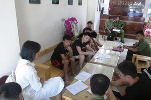 Nhóm người Trung Quốc thuê nguyên khách sạn đánh bạc