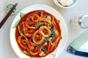 Mực xào cay Hàn Quốc, ăn kèm cơm trắng cũng ngon