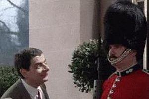 'Xỉu đúng tư thế' và các quy định khắc khổ của lính gác Hoàng gia Anh