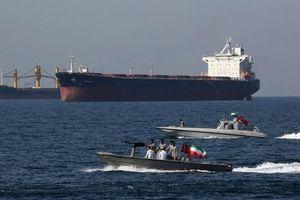 Xuồng cao tốc vây tàu dầu: Iran tuyên bố nóng