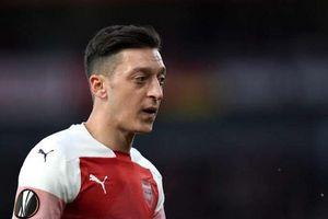 Arsenal bán không xong, mua không nổi