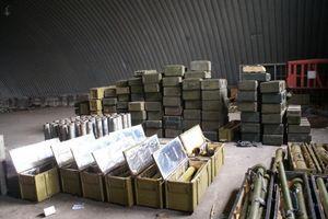 Ukraine: Nga cấp 600 tấn đạn dược cho chiến binh Donbass