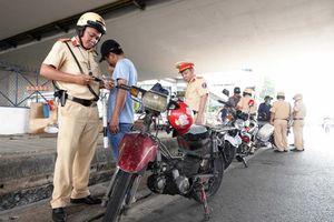 CSGT bị xe tông: Làm gì đảm bảo an toàn cho CSGT, người lưu thông?