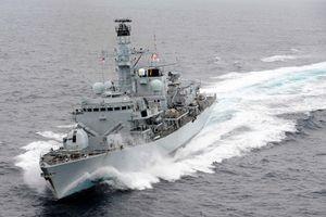 Tàu chiến Anh phải 'chĩa súng' vào tàu quân sự Iran 'quấy nhiễu' tàu dầu ở vùng Vịnh