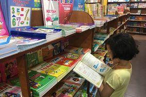 Sở Giáo dục Hà Nội nói không hưởng lợi từ bán sách giáo khoa đầu năm học mới