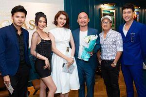 Yaya Trương Nhi xinh đẹp chúc mừng Harry Lu ra mắt phim 'Thật tuyệt vời khi ở bên em'