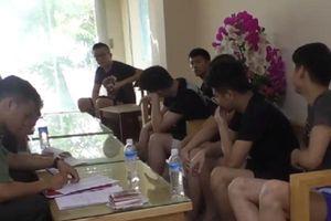 Đột kích ổ nhóm cờ bạc của người Trung Quốc náu mình trong khách sạn