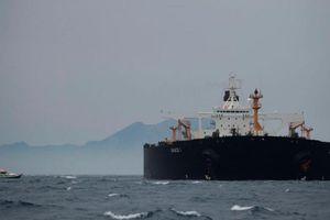 Khu trục Anh chĩa súng vào 5 tàu vũ trang Iran định chiếm giữ tàu chở dầu