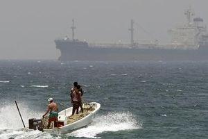 Iran bác cáo buộc bắt hụt tàu dầu của Anh trên Eo biển Hormuz