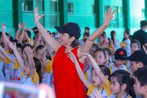 Con gái Mỹ Linh về Việt Nam, cùng mẹ làm trại hè âm nhạc quốc tế