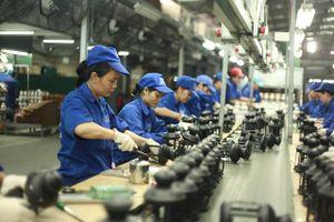 Lương thấp, nhiều công nhân phải 'đẻ thuê', vay nặng lãi