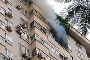 Cháy lớn tại tòa nhà B10 Nam Trung Yên