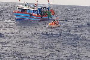Bàn giao 32 ngư dân Trung Quốc được ngư dân Lý Sơn cứu