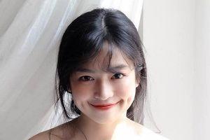 Đỗ Khánh Vân khoe vẻ đẹp trong trẻo trong tà áo dài