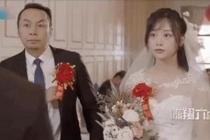 Khi người yêu cũ mời đi đám cưới có nên đi hay không?