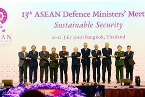 Một số hình ảnh hoạt động của Bộ trưởng Ngô Xuân Lịch trong chuyến tham dự ADMM-13