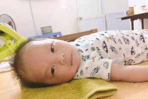 Cậu bé 2 tháng tuổi có khuôn mặt 'giải trí' 7749 bức ảnh một sắc thái