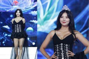Người xem sốc khi thí sinh diện hanbok hở hang thi Hoa hậu Hàn Quốc