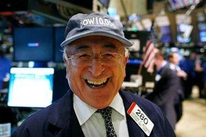 Dow Jones lần đầu tiên trong lịch sử vượt mốc 27.000 điểm