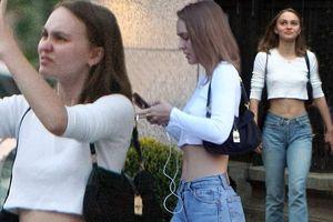Con gái Johnny Depp 'quên' nội y xuống phố