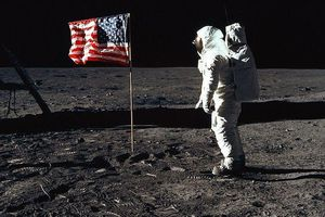 Các phi hành gia Apollo 11 đã làm gì sau khi trở về từ Mặt Trăng?