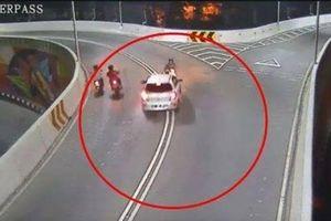 Ô tô tông xe máy, hất tung tài xế xuống đường rồi thản nhiên bỏ đi