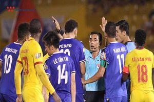 Nam Định và cơn ác mộng mang tên trọng tài tại V.League 2019