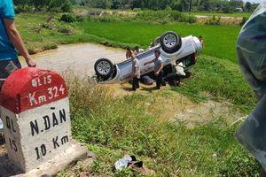 Nghệ An: Lật xe 7 chỗ, 1 người chết 5 người bị thương