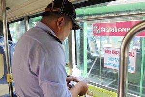 Clip: Giây phút tài xế xe buýt dũng cảm đánh lái, ép ngã nhóm cướp xe máy ở Sài Gòn
