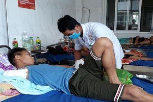 Thanh niên mất cánh tay vì đắp lá thuốc trị rắn độc cắn