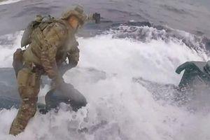 Mỹ bắt tàu ngầm mang gần 8 tấn cocaine sau màn truy đuổi kịch tính