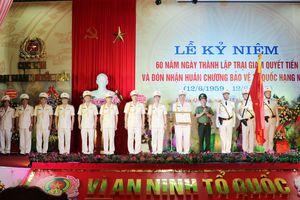 Trại giam Quyết Tiến đón nhận Huân chương bảo vệ Tổ quốc hạng Nhất