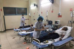 Ngộ độc tập thể sau đám cưới ở Huế: Thêm 30 người nhập viện