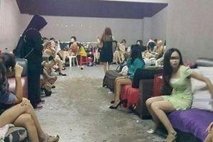 Bán bạn gái 14 tuổi cho quán karaoke: 'Không mua sẽ đánh'