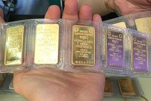 Giá vàng SJC bật tăng mạnh, USD tiếp tục ở mức thấp