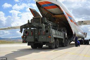 Phản ứng kỳ lạ của Mỹ khi Thổ Nhĩ Kỳ tung hình ảnh đầu tiên về việc nhận 'rồng lửa' S-400