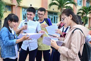 Học sinh 'uống thuốc trợ tim' chờ điểm thi THPT quốc gia