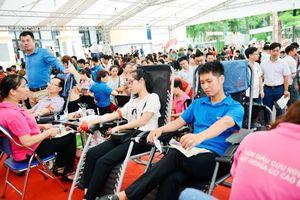 Đông đảo các bạn trẻ tham gia ngày hội 'Thái Nguyên ngàn trái tim hồng'