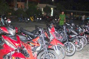 Xử lý nhóm 61 thanh niên tụ tập, cổ vũ đua xe trái phép