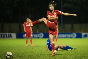 Văn Toàn trút giận vào bảng quảng cáo trong trận thua CLB Quảng Ninh