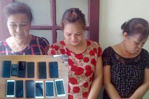 Băng 'nữ quái' lớn tuổi chuyên trộm tài sản của khách du lịch Sầm Sơn